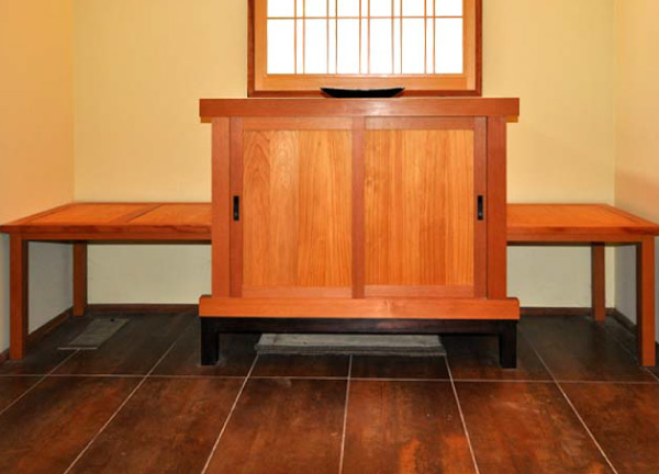 Tansu entryway chest, or getabako