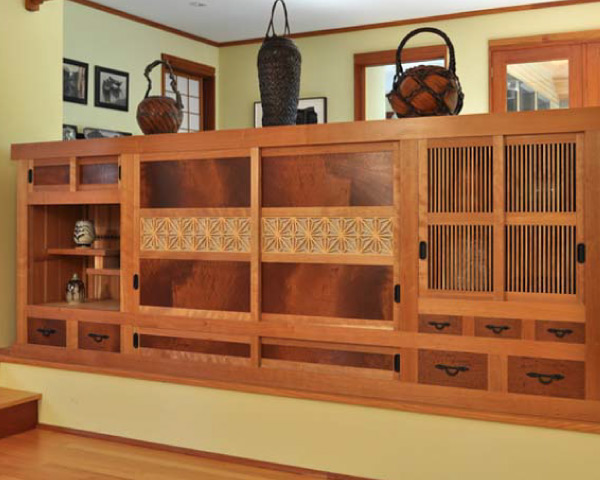 tansu room-partitioning cabinetry